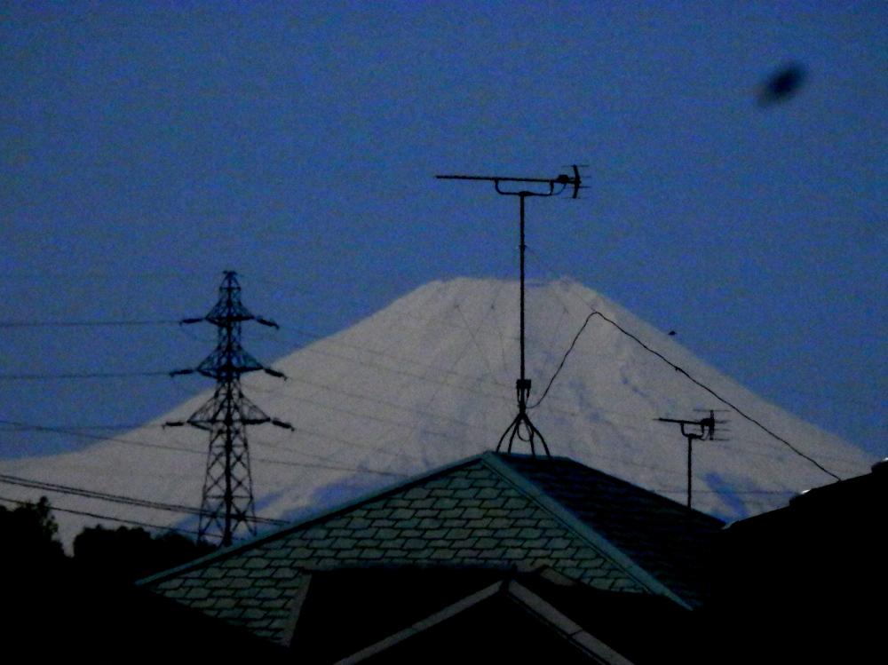 テレビアンテナを引き立てる富士